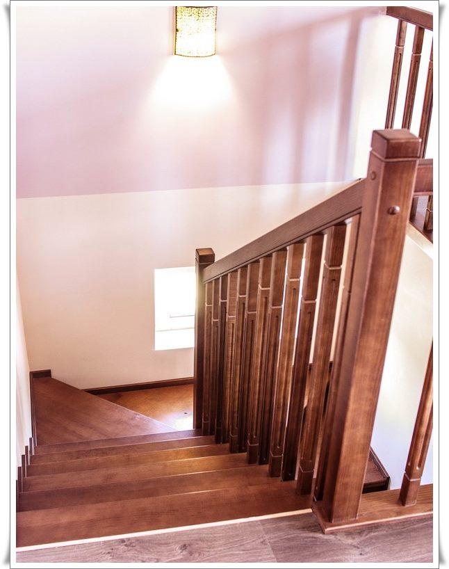 Лестница на втором этаже в частном доме