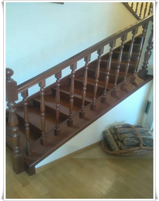 Деревянные лестницы второго этажа