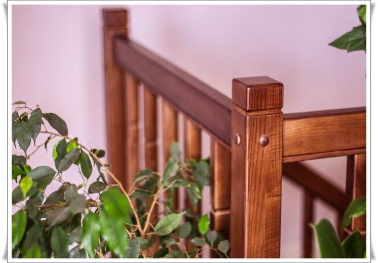 Деревянная лестница на второй этаж фото
