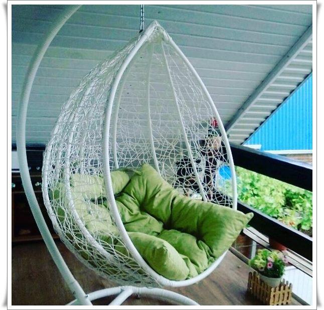 Кресло качалка из ротанга индонезия